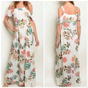Dresses & Skirts - ❣️STUNNING IVORY FLORAL DRESS ❣️